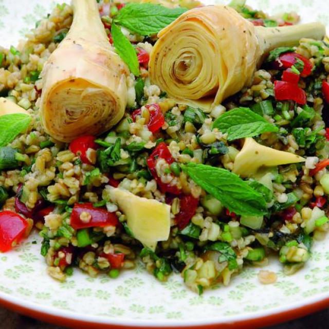 Artičoke sa osvježavajućom salatom
