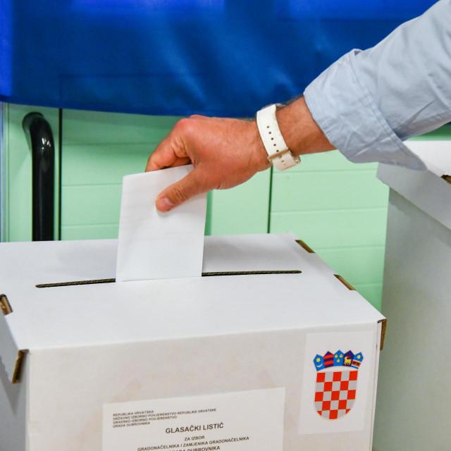 Dubrovnik, 16.05.2021. Otvorena su biralista za lokalne izbore. Na fotografiji: Biraliste u vrticu Palcica.