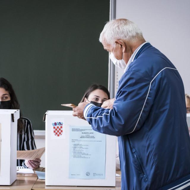 Nešto više od 5000 građana izašlo je do 11:30 sati na birališta u Šibeniku