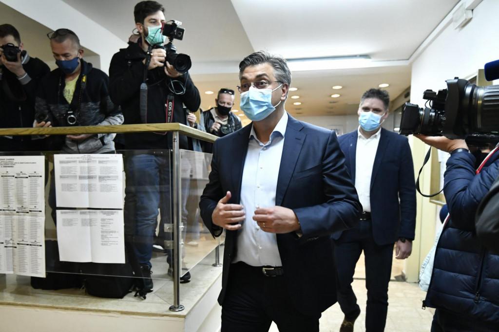 Trg Francuske republike 15.<br /> Predsjednik Vlade RH Andrej Plenkovic glasovao je u prvom krugu lokalnih izbora na birackom mjestu broj 347, Podrucni ured Crnomerec.<br /> Na fotografiji: Andrej Plenkovic.<br />