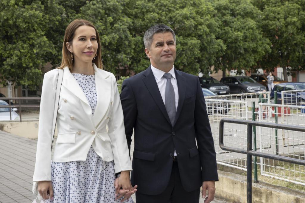 Modna urednica Anela Martinović komentirala je odjeću kandidata na lokalnim izborima kao i njihovih partnera.