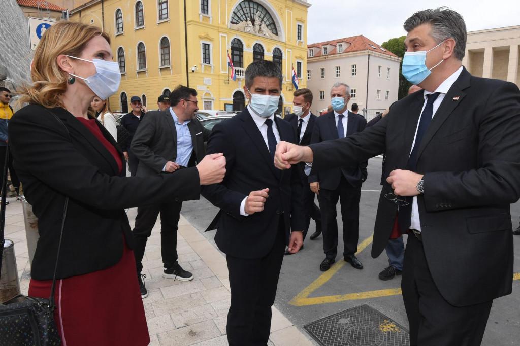 Na fotografiji: Jelena Burazin, Vice Mihanović i Andrej Plenkovic<br />
