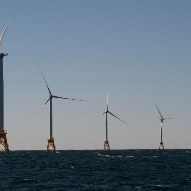 Vjetroturbine na vjetrofarmi Block Island ispred Rhode Islanda, a 11. svibnja najavljen je najveći vjetroprojekt ispred obala Massachusettsa