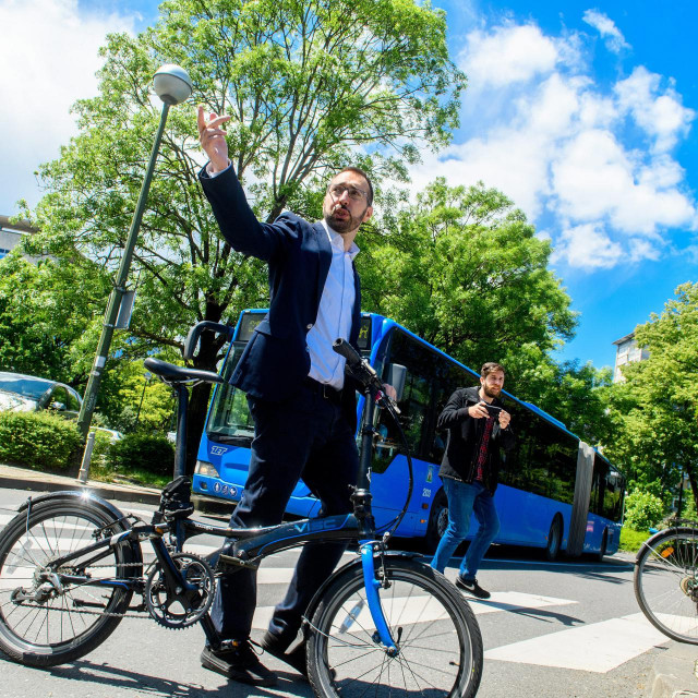 Zagrebačka desnica odbrojava dane do surove odmazde crvenih bandita koje na biciklu predvodi Tomislav Tomašević