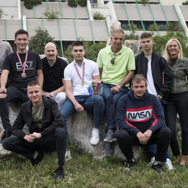 Nagrađeni učenici s mentorima: Ivana Denić, Marko Klarić, Josip Crljen, Duje Čerina, Ante Pauk i Katarina Fenrich