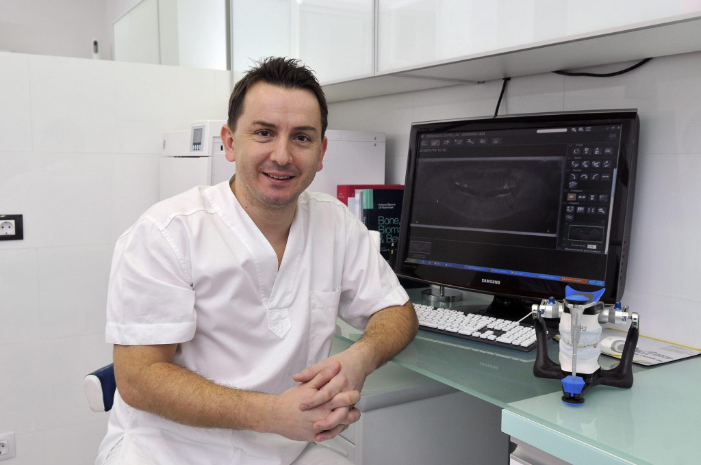 Doktor dentalne medicine David Zeko