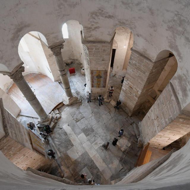 Otvorenje izlozbe dono dare u crkvi Sv. Donata. Koncept izlozbe pripremio je Bozo Raic.<br />