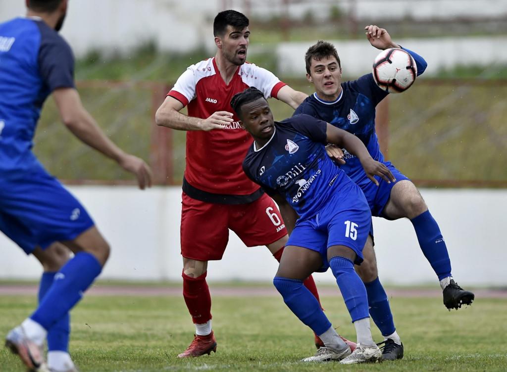 Neretvanac (plavi dresovi), na slici u utakmici s RNK Split u Parku mladeži, dobio je Neretvu usred Metkovića<br /> <br />