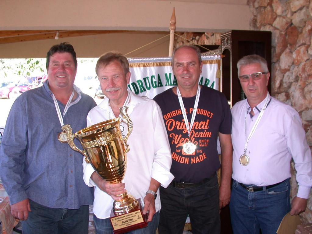 Na slici su s lijeva na desno: Đorđan Gurdulić, šampion ekstra djevičanskog maslinova ulja Martin Sachmann, Miro Rudan i Andro Grgičević