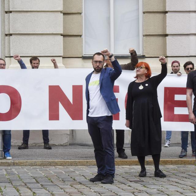 Jedna od prosvjednih akcija ispred Hrvatskog sabora u kojima su glavni protagonisti bili Tomislav Tomašević i suradnici