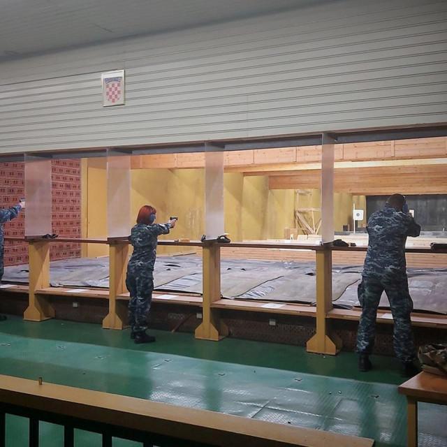 """Pripadnici HRM-a nadmetali su se u gađanju iz samokresa na streljani """"Poljud"""""""