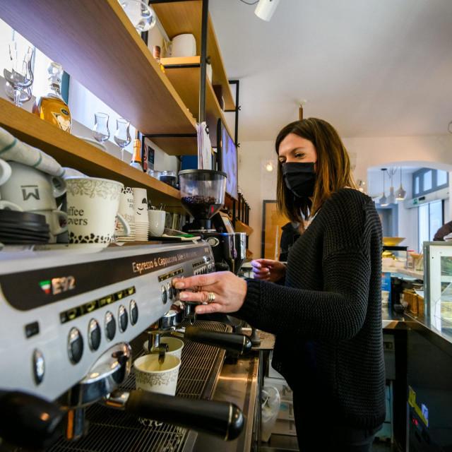 Ugostitelji traže da s ei kafićima omogući rad u zatvorenom prostoru