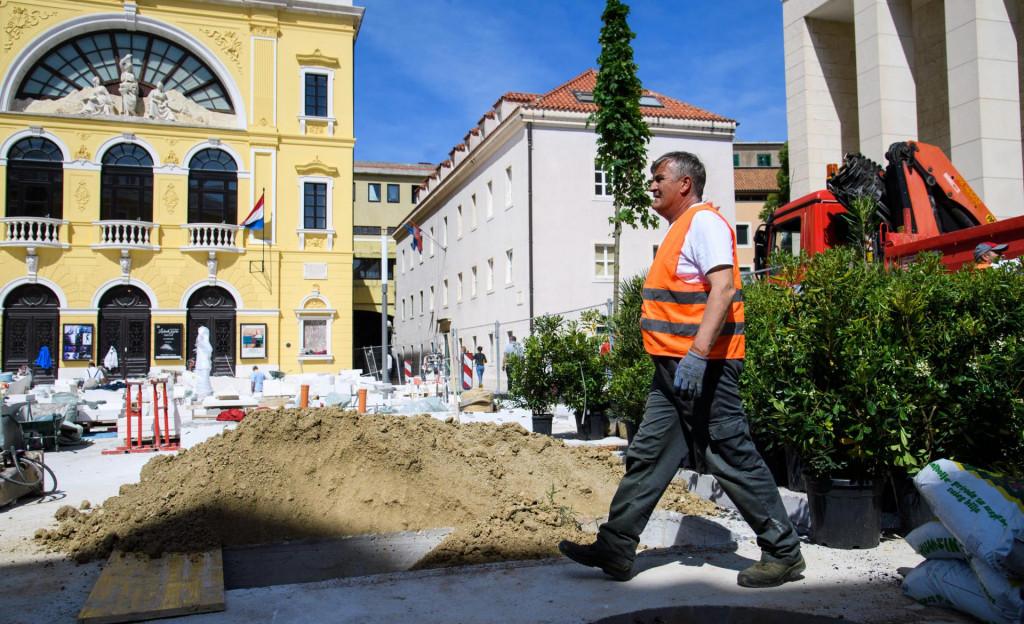 Posljednjih mjeseci pred zgradom HNK Split užurbano se radilo kako bi Splićani ove subote obilježili višestruku obljetnicu<br />