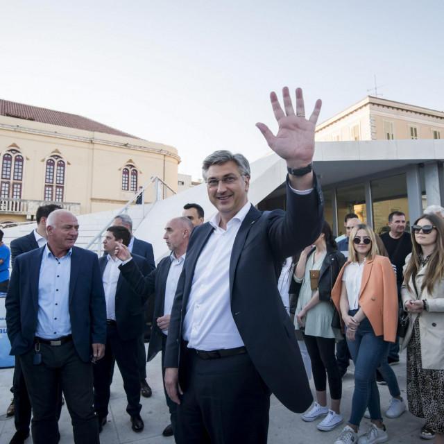 Predsjednik Vlade RH Andrej Plenković došao je dati podršku za drugi krug izbora Goranu Pauku i Željku Buriću