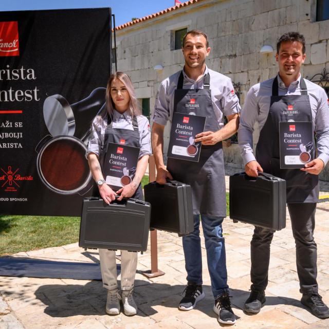 27.05.2021., Pakostane - U Maskovica Hanu odrzano je baristicko natjecanje. Sudionici su se natjecali u vjestini pripremanja kave. Photo: Dino Stanin/PIXSELL