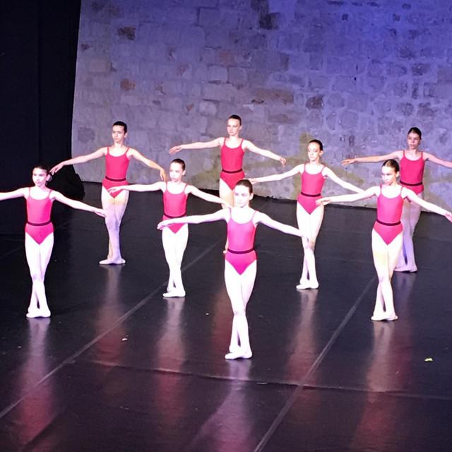 Polaznice baletnog odjela Umjetničke škole pokazale ljepotu klasičnog baleta i raskoš talenta