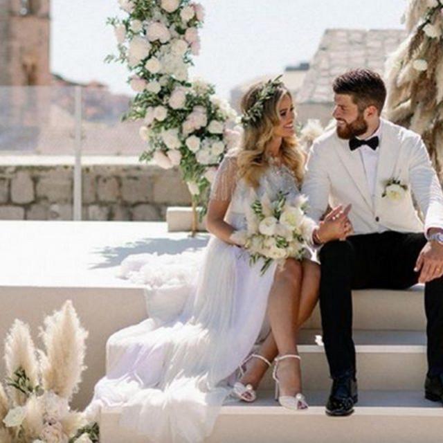 Diplomirana pravnica Adriana i nogometaš Duje Ćaleta Car vjenčali su se u Dubrovniku