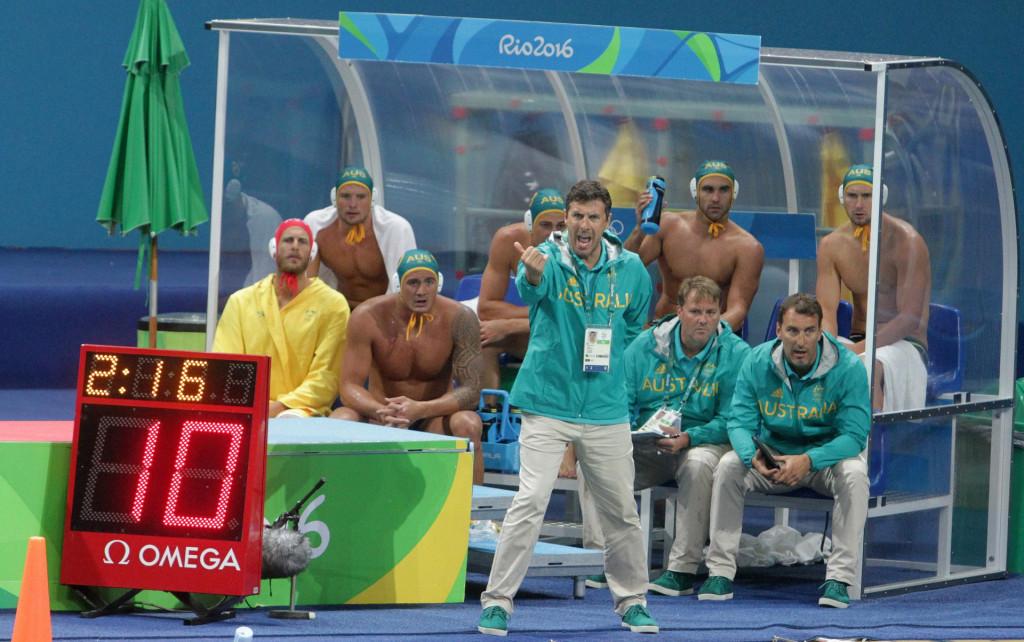 Elvis Fatović i Dean Kontić na klupi australske reprezentacije na Olimpijskim igrama u Riju 2016. godine