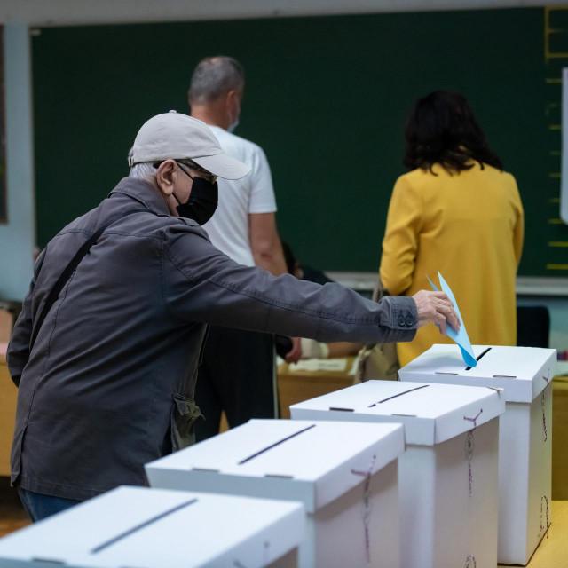 Do 19 sati birači ove nedjelje mogu zaokružiti svoje favorite u drugom izbornom krugu<br />