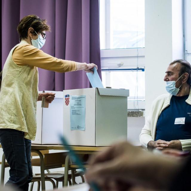 U Šibeniku je do 11:30 sati na birališta izašlo nešto više od 6000 građana