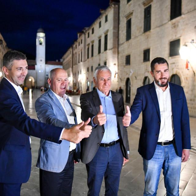 Slavlje HDZ-a na Stradunu - Mato Franković i Nikola Dobroslavić pobijedili protivnike u drugom krugu izbora