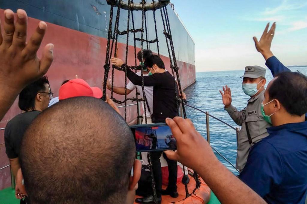 Posada tankera MT Horse snimljena u trenutku povratka na svoj brod