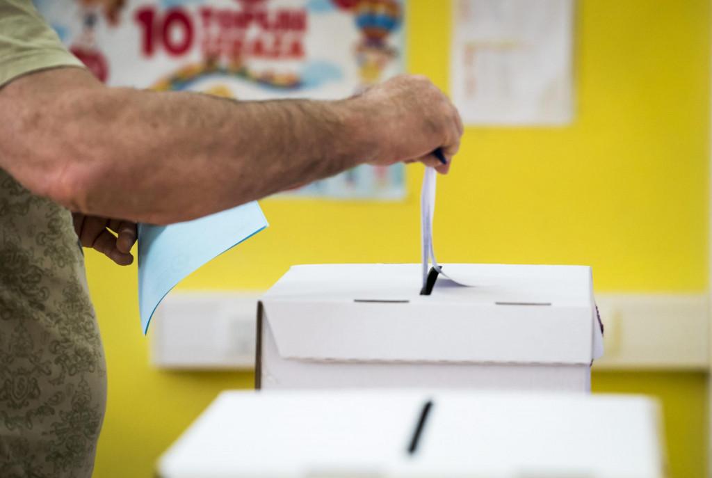 Glasanje građana diljem države