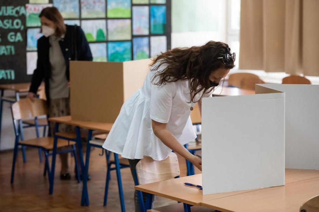Zadar, 300521<br /> Zadrani danas glasuju u drugom krugu lokalnih izbora i biraju gradonacelnika i zupana.<br /> Na fotografiji: izbori<br />