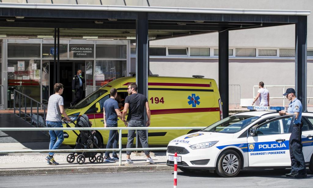 Policija je pojačala nadzor ispred Hitnog prijema u Općoj bolnici Šibenik