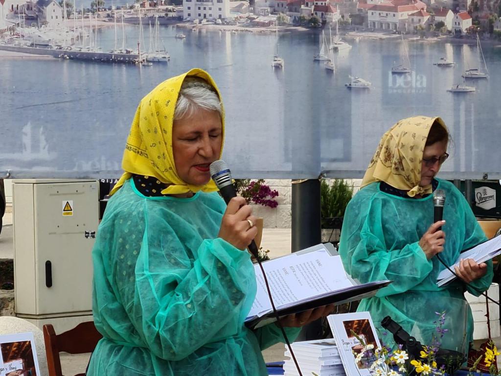 Lorenta Fuštin i Biserke Plafi na predstavljanju 'primoštenskog amarcorda'