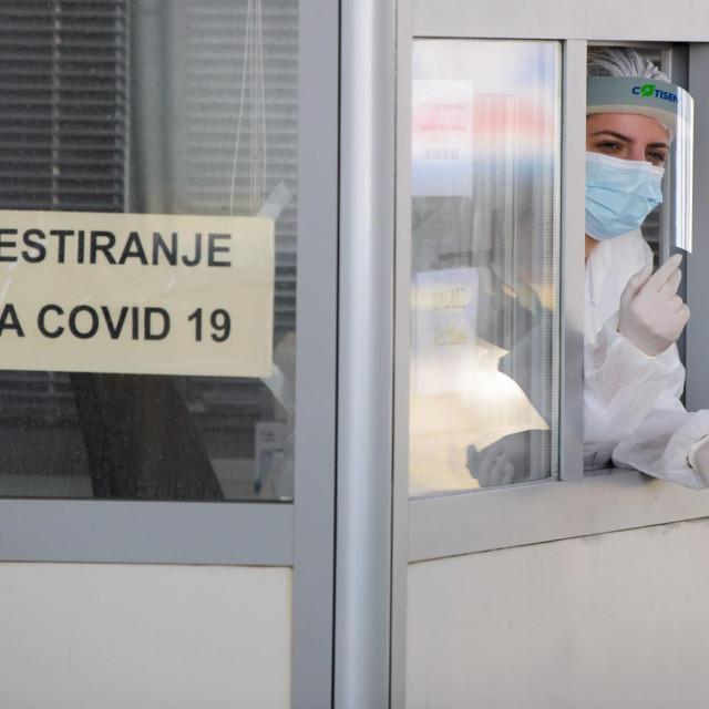 Drive in testiranje na koronavirus