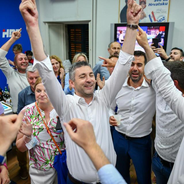 Dubrovnik, 300521.<br /> Pobjednik na izborima za gradonacelnika Dubrovnika Mato Frankovic slavi pobjedu.<br />