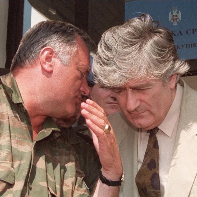 Ratni zločinci Ratko Mladić i Radovan Karadžić snimljeni na Palama u kolovozu 1993