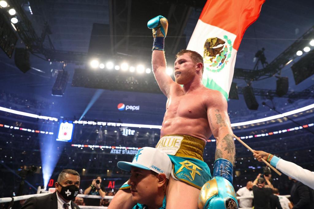 "Saul ""Canelo"" Alvarez nakon pobjede nad britanskim boksačem Billyem Joeom Aundersom u Teksasu<br /> <br /> <br /> <br />"