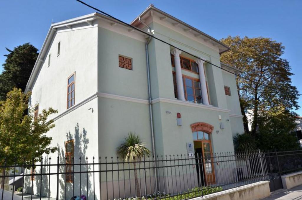 Gradska knjižnica u Arbanasima