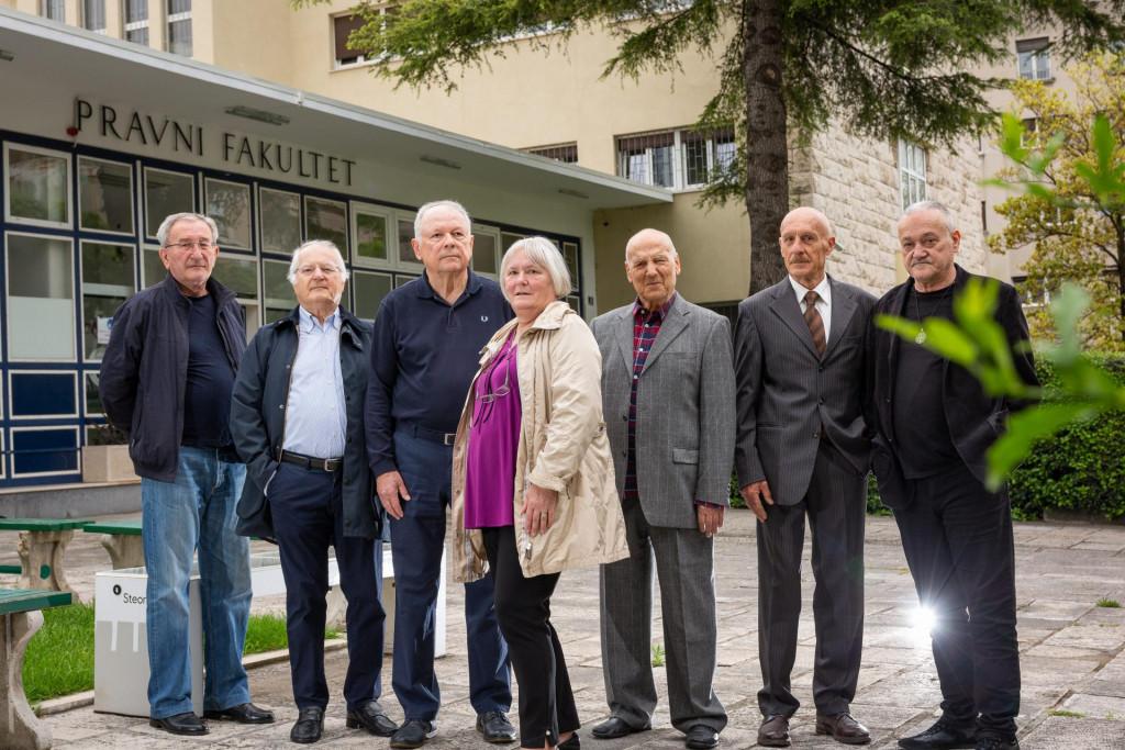 Ćutuk je za Slobodnu Dalmaciju okupio skupinu svojih studentskih kolega iz '71.- Borislav Maričić, Vanja Mladina, Drago Ćutuk, Marica Vidović, Petar Bosnić, Mate Raboteg i Miroslav Veić