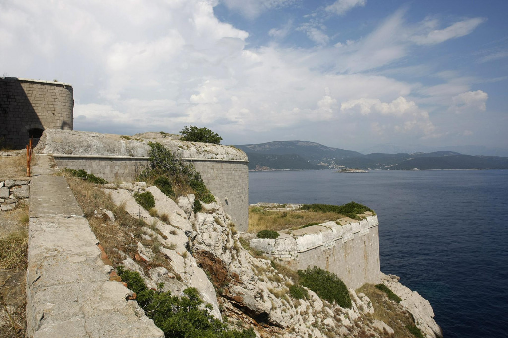 Posljednja građevina na hrvatskom jugu: tvrđava iz 1850. koju je sagradila Austrougarska monarhija za obranu Bokokotorskog zaljeva