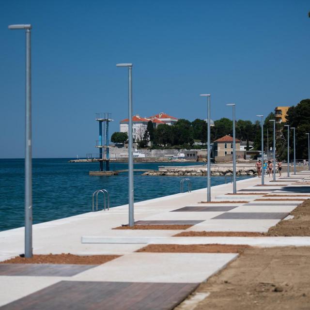 Zadar, 020621<br /> Radovi na uredjenju gradske plaze Kolovare na potezu izmedju stare zgrade Zavoda za javno zdravstvo i nekadasnjeg Hitch bara, blize se kraju.<br />