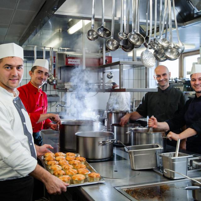 U skijalištu Lech u pokrajini Arlberg u Austriji sezonski posao u turizmu i ugostiteljstvu pronalaze mnogi radnici iz Hrvatske