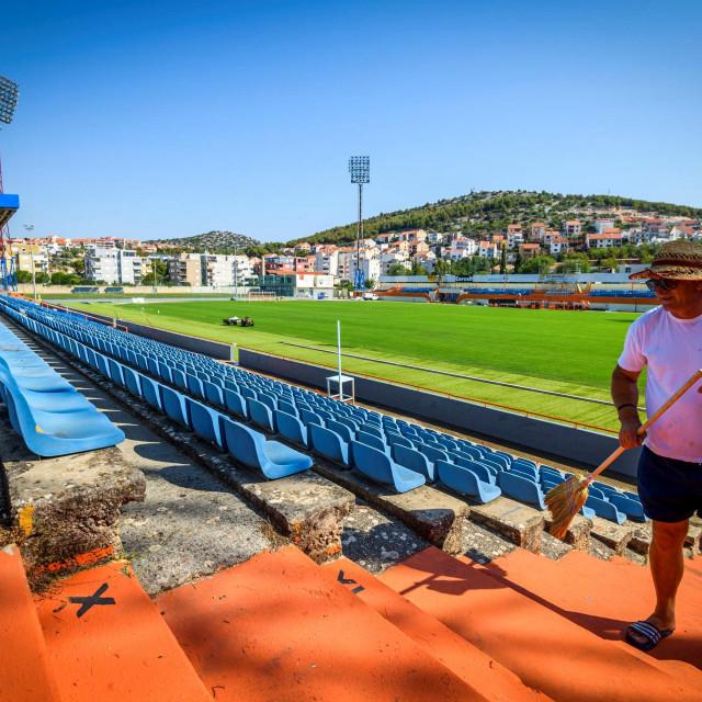 Pripremne radove za postavljanje travnjaka, za razliku od nove trave, treba financirati klub