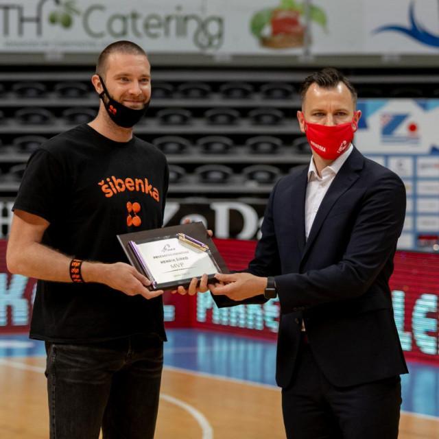 Henrik Širko primio nagradu za najkorisnijeg igrača HT Premijer lige