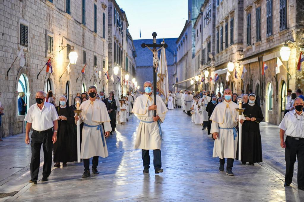 Svečanim euharistijskim slavljem i procesijom ulicama Grada, Dubrovčanke i Dubrovčani proslavili Tijelovo
