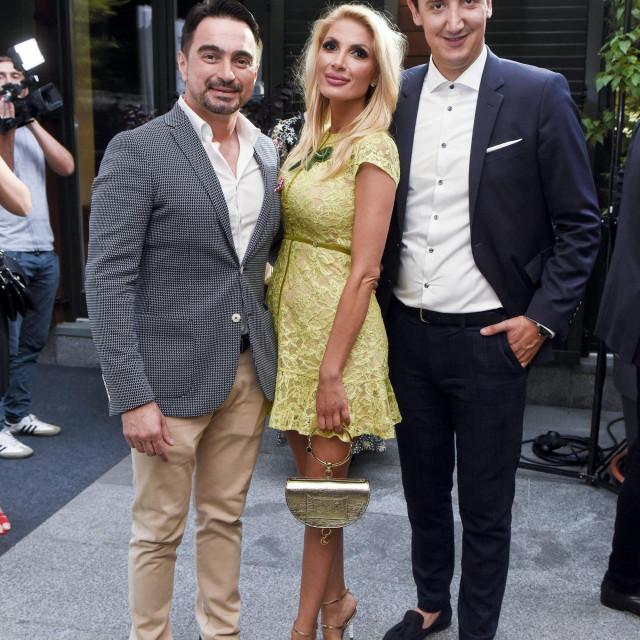 Bračni par Čagalj snimljen 2015. u restoranu 'Adriatic Grašo' u društvu Tonča Huljića i Želimira Babogredca