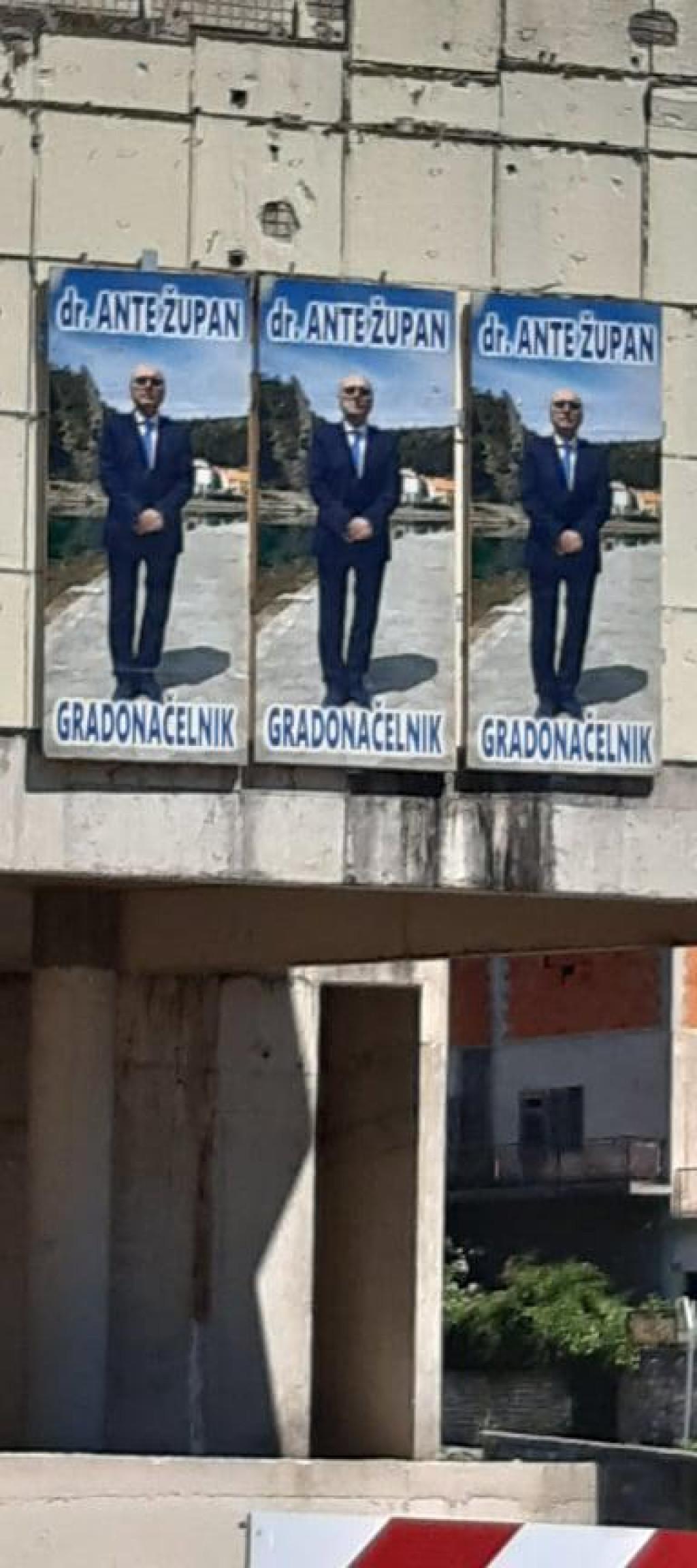 Plakati bez imena stranke još stoje u Obrovcu