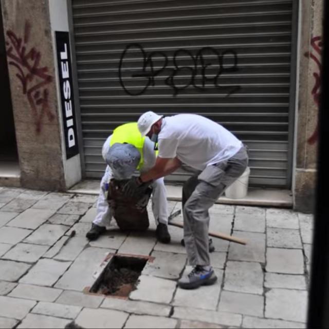 Jakov Prkić i prijatelj prošlog ljeta u komunalnoj akciji u centru Splita