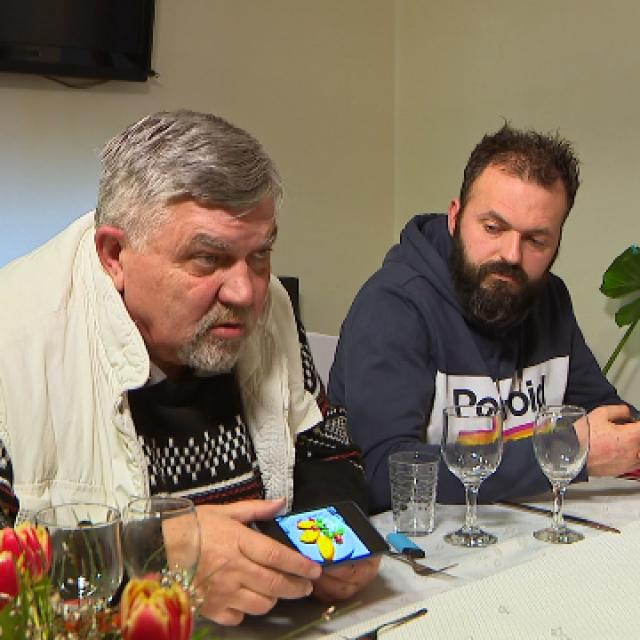 Božidar Miodragović (lijevo) je fotografirao svako jelo svojih protukandidata prije konzumacije