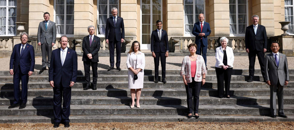 From Left, European Commissioner for Economy Paolo Gentiloni, Eurogroup President Paschal Donohoe, President of the World Bank David Malpass, Italy's Economy and Finance Minister Daniele Franco, France's Economy and Finance Minister Bruno Le Maire, Canada's Finance Minister Chrystia Freeland, Britain's Chancellor of the Exchequer Rishi Sunak, Managing Director of the IMF Kristalina Georgieva, Germany's Finance Minister Olaf Scholz, US Treasury Secretary Janet Yellen, Secretary-General of the Organisation for Economic Co-operation and Development (OECD) Mathias Cormann, and Japan's Finance Minister Taro Aso pose for a family photoon the second day of the G7 Finance Ministers Meeting, at Lancaster House in London on June 5, 2021. - Finance ministers from wealthy Group of Seven (G7) nations are on Saturday expected to announce support for a minimum global level of corporate tax, aimed at getting multinationals -- especially tech giants -- to pay more into government coffers hit hard by the pandemic. (Photo by HENRY NICHOLLS/POOL/AFP)