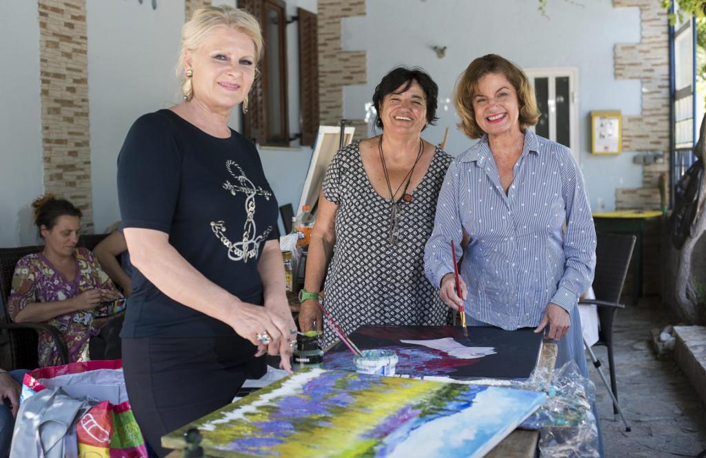 Poljička likovna udruga Krug organizirala je likovnu koloniju na kojoj sudjeluje 40-tak autora iz Hrvatske i regije