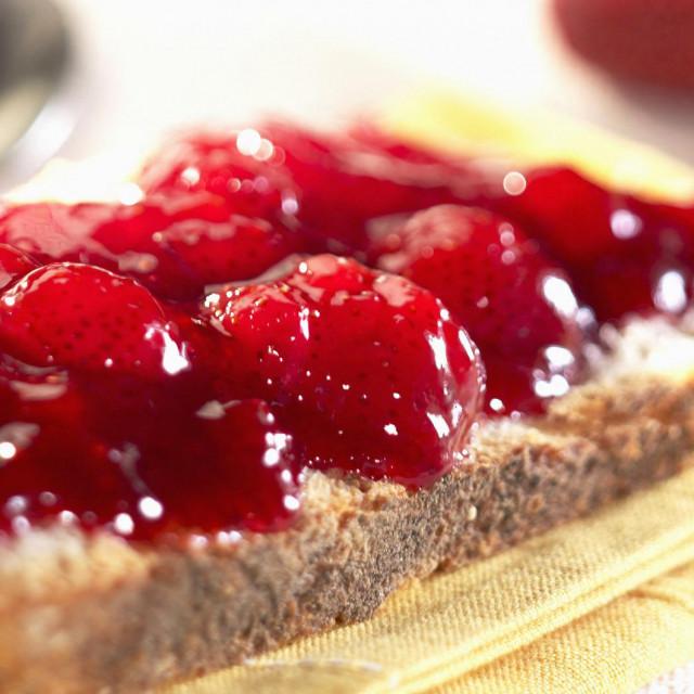 Domaća marmelada na kriški kruha neodoljiv je zalogaj