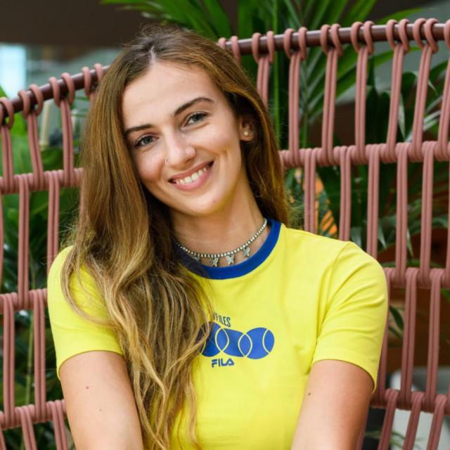 Magdalena Jurič u L.A.-ju studira strojarstvo, a ondje je završila preko odbojke. Taman je stigla na praznike kod svojih u Zadar